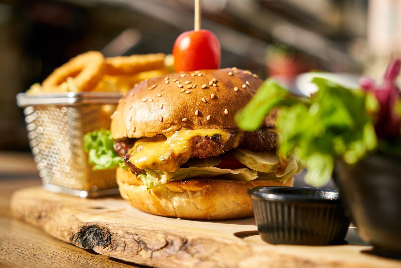 Hamburger bij Bistro Zeven