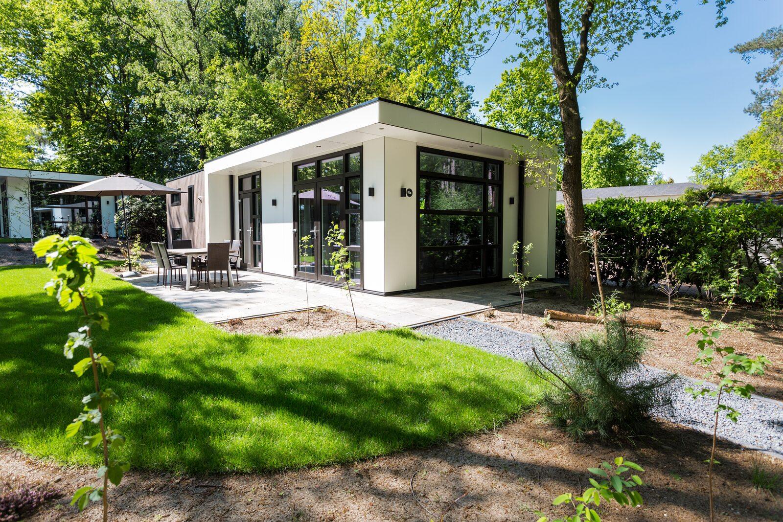 Moderne vakantiewoning met tuin in een bosrijke omgeving
