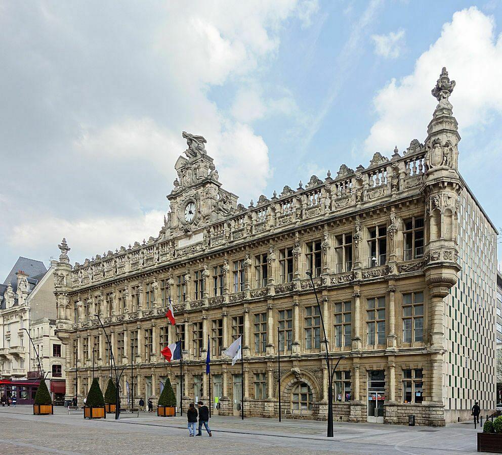 Hotel de Ville Cote in Valenciennes, een must-see tijdens een vakantie in Noord Frankrijk.