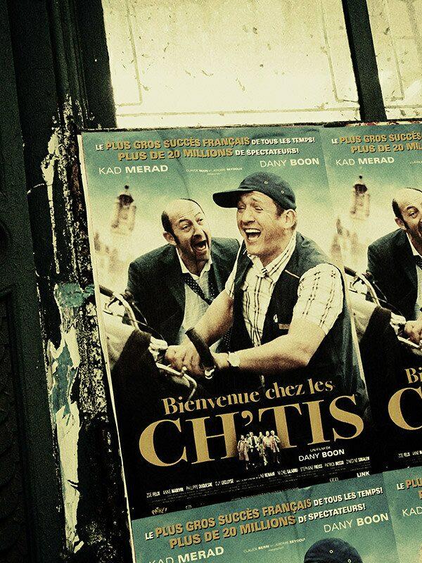 Filmposter van Bienvenue Chez Les Ch'Tis, een erg populaire film in Frankrijk.