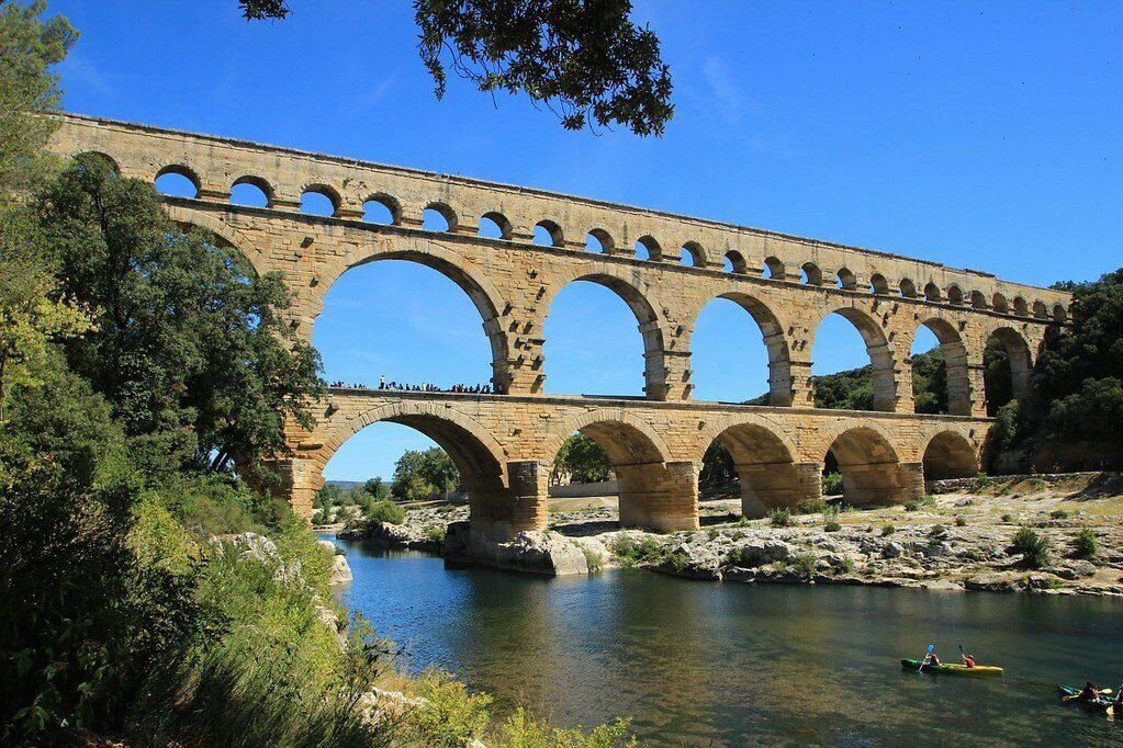 De eeuwenoude Pont du Gard, een bekende bezienswaardigheid