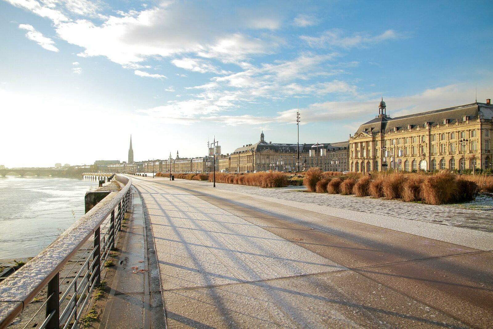 De prachtige triomfboog van Bordeaux, een toeristische trekpleister in de stad.
