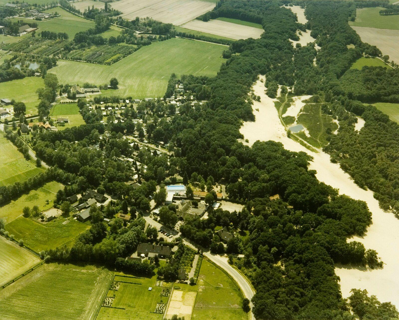 Oude luchtfoto bedaf en de pier