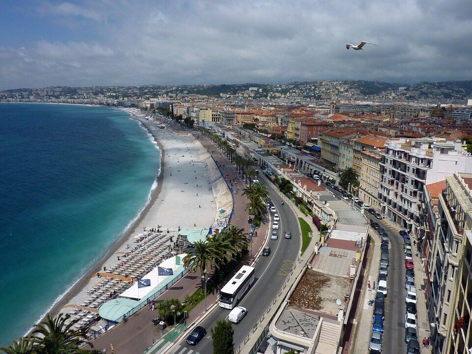 Vue sur la promenade des anglais à Nice
