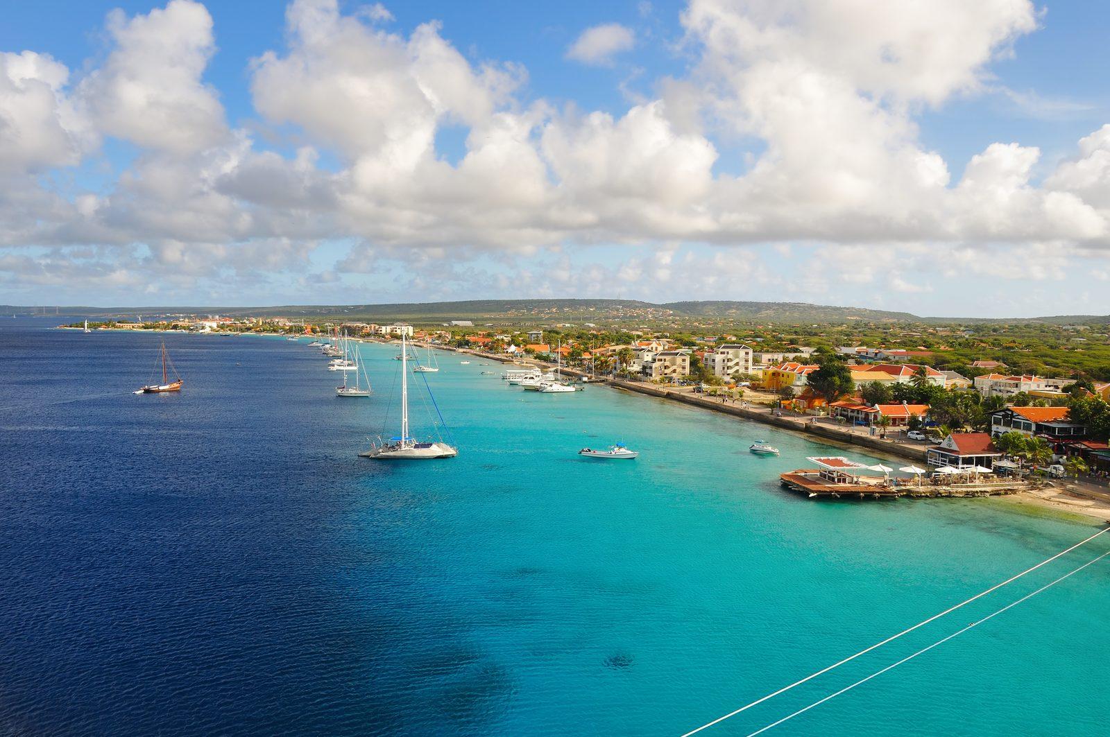 Het weer op Bonaire is prachtig. In de maand september is er meer bewolking dan normaal. Lees meer over het weer op Bonaire.