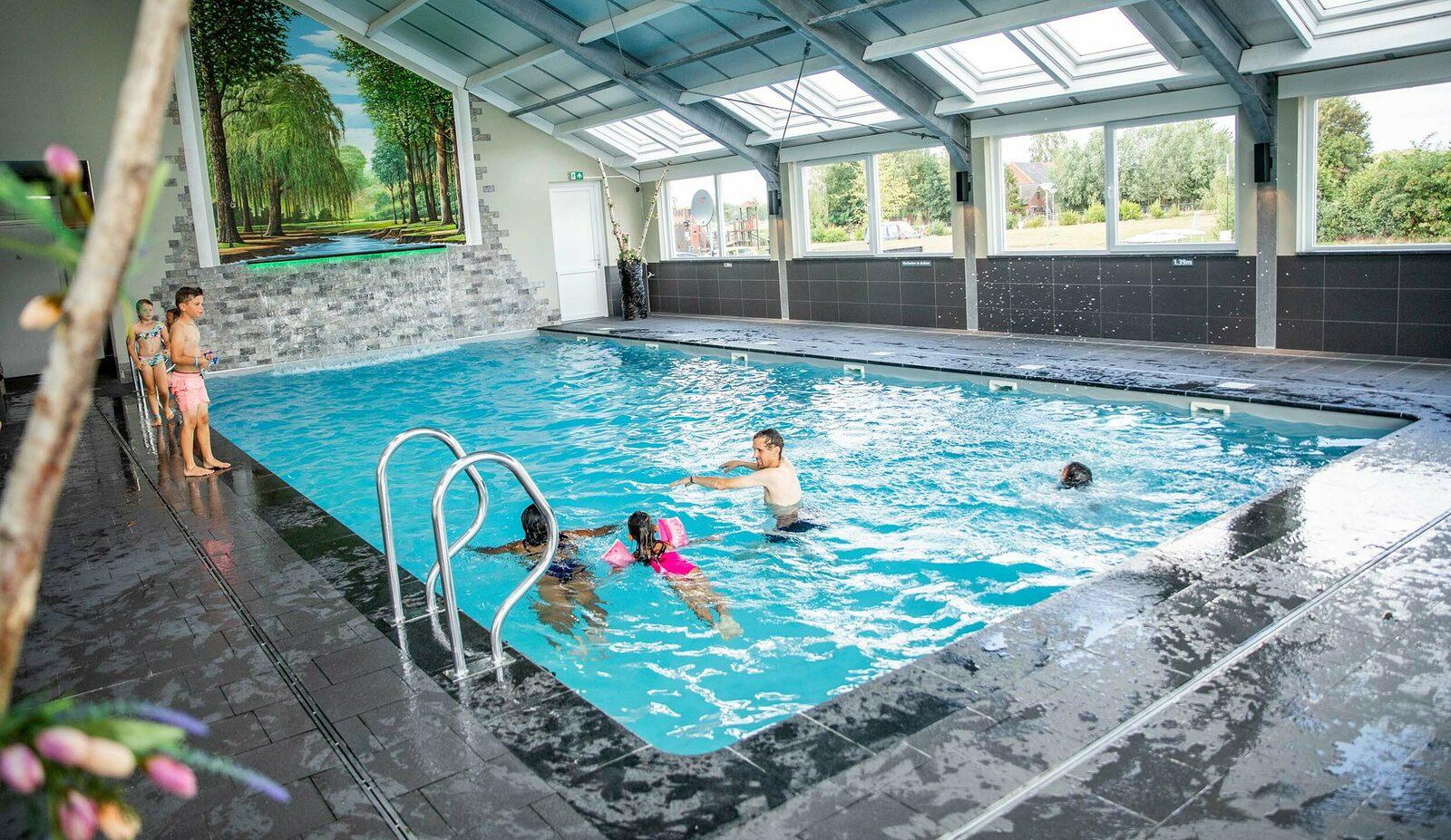 Ein Schwimmbad im Ferienpark