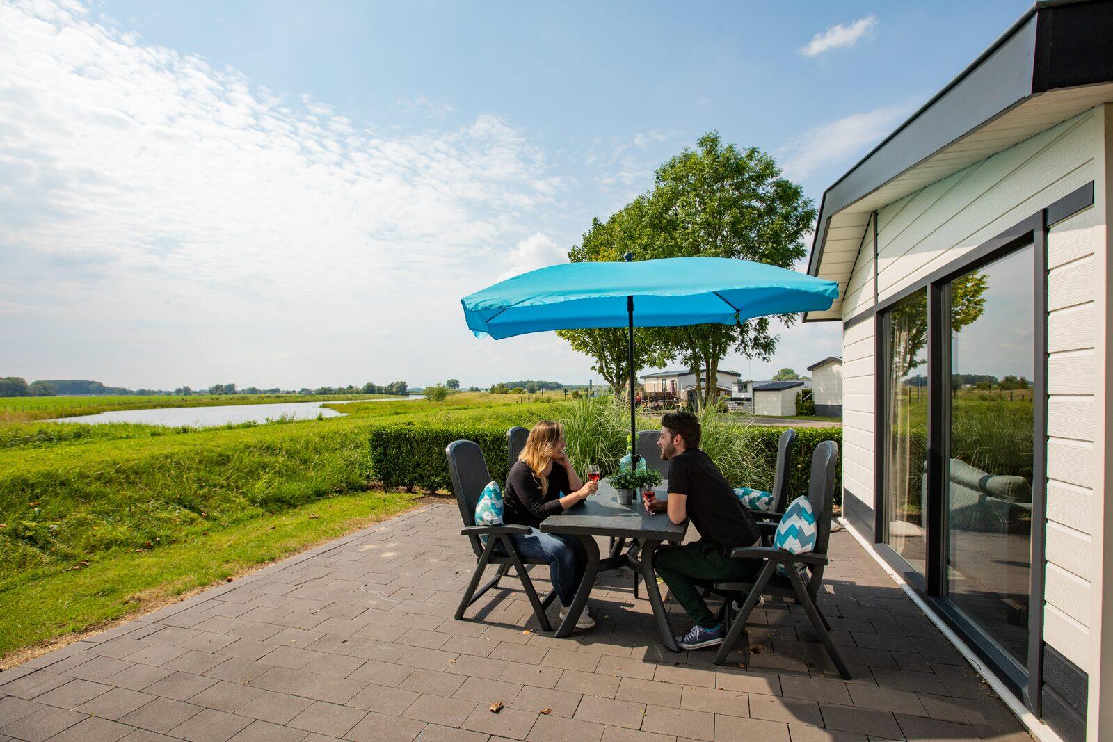 Waterparel XL met uitzicht op de Maas