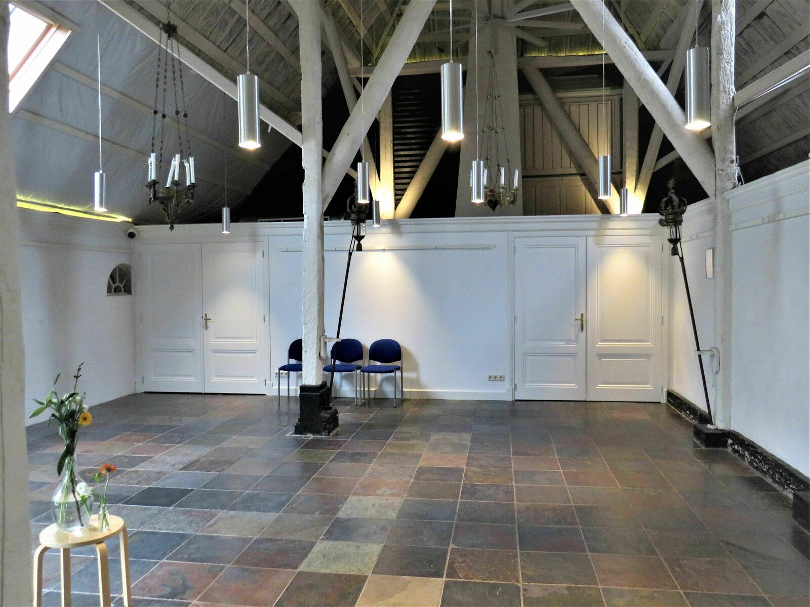 kapel leeg met zicht op nieuwe muurvs2