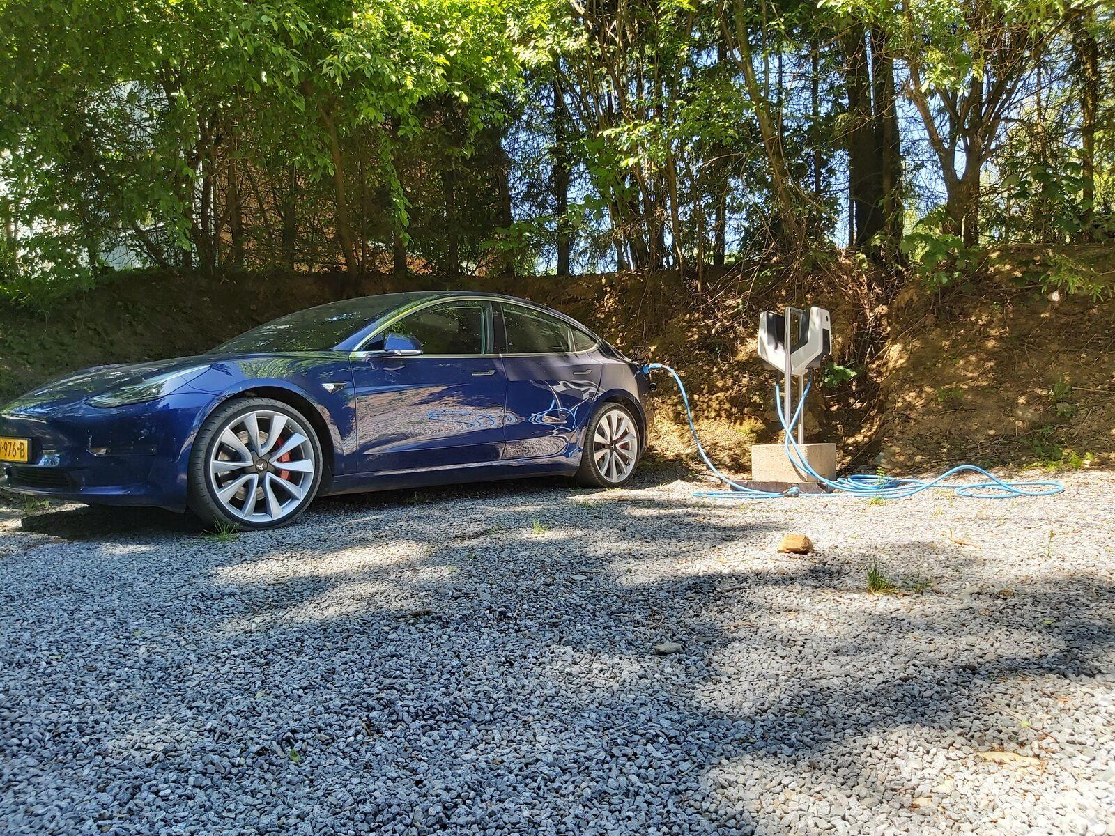 Laadpunt elektrische auto's Petite Suisse