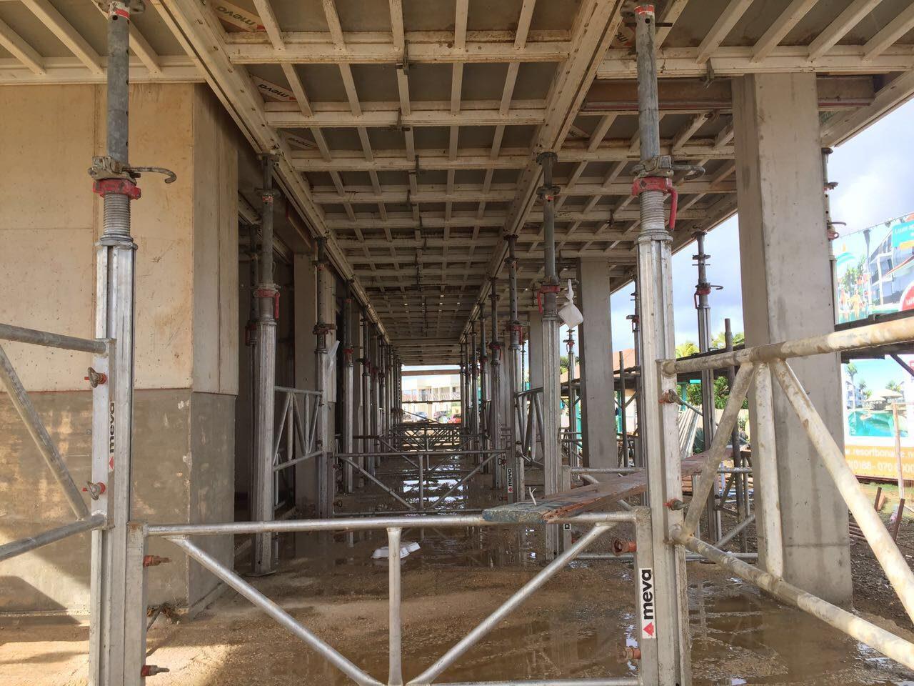 Op de bouwkavel te Bonaire is de bouwmaatschappij aan de slag geweest met het bouwen van de appartementen. Deze appartementen zijn nu klaar!