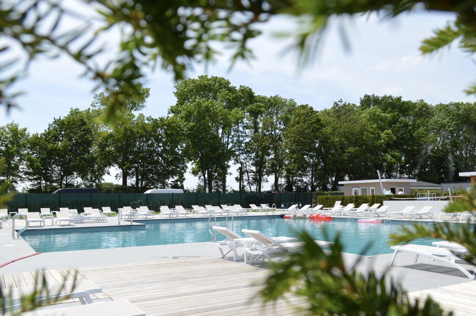 Parc de vacances situé dans le Limbourg et comportant une piscine