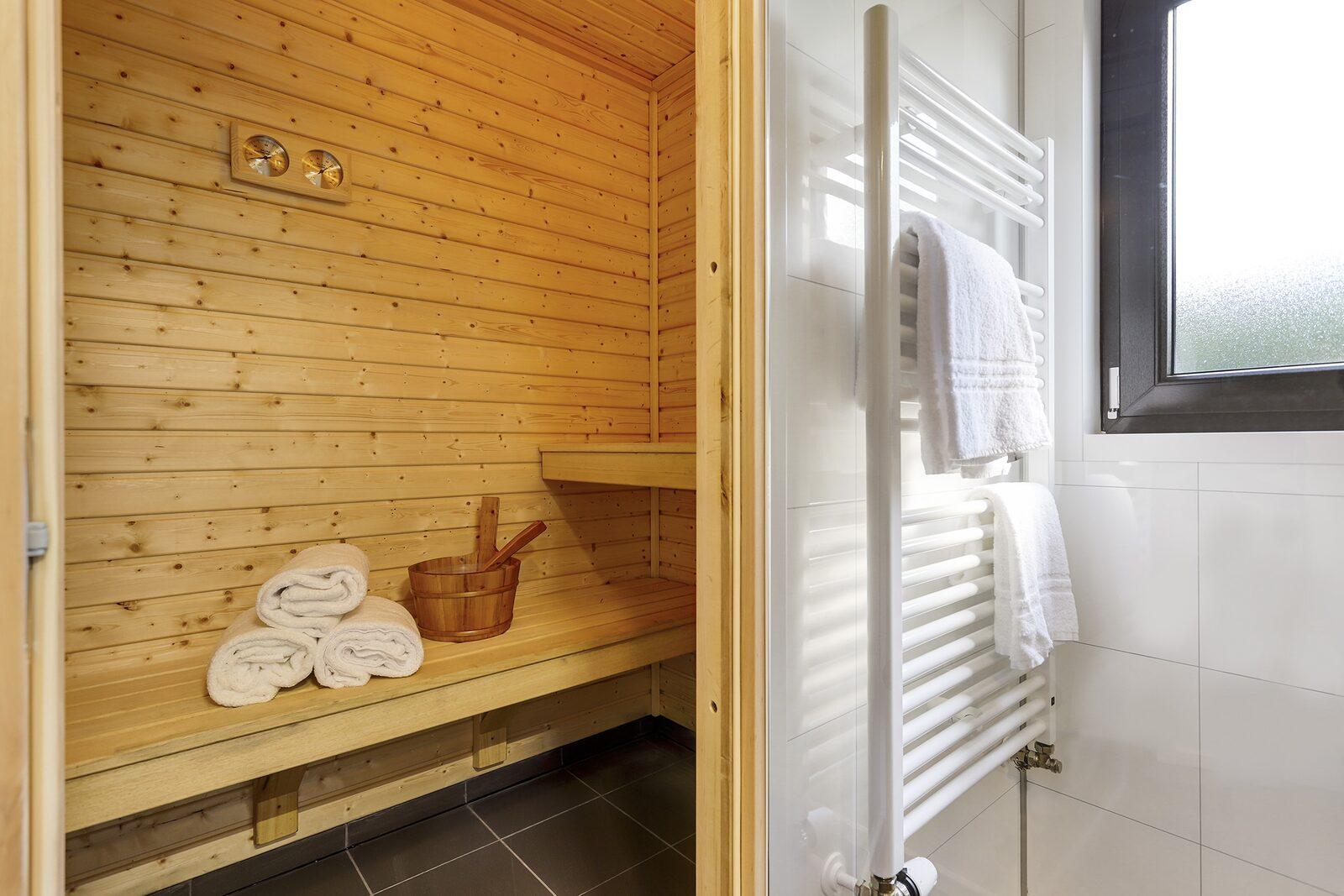 Maniola met sauna en sunshower