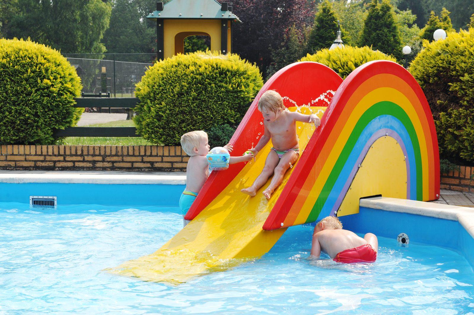 Parc de Kievit beschikt over een 10-persoons villa in Brabant, waarbij u gebruik kunt maken van het verwarmde buitenzwembad.