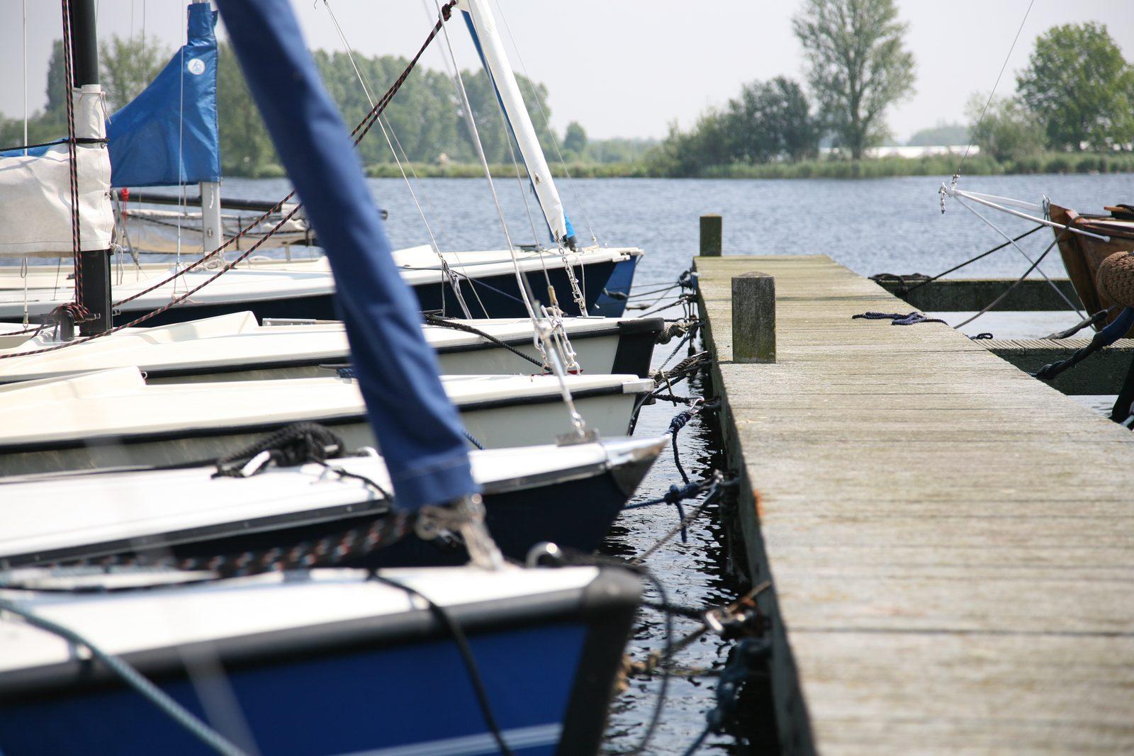 Ligplaatsen verhuur Roelofarendsveen, zeilboot