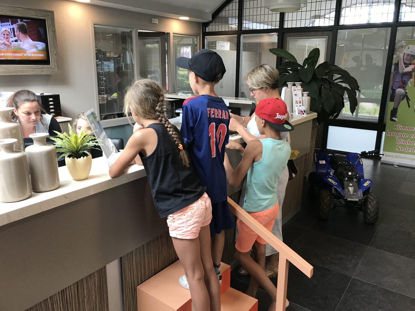 Inchecken voor vakantie met kinderen op de Veluwe bij Recreatiepark De Boshoek