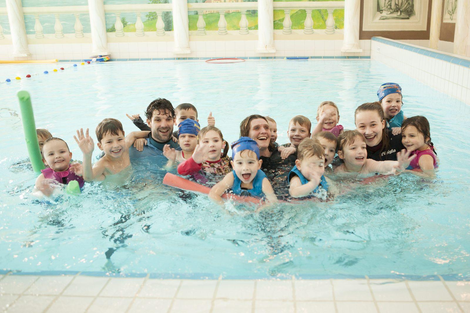 Ferienresort mit Indoor- und Outdoor-Schwimmbad