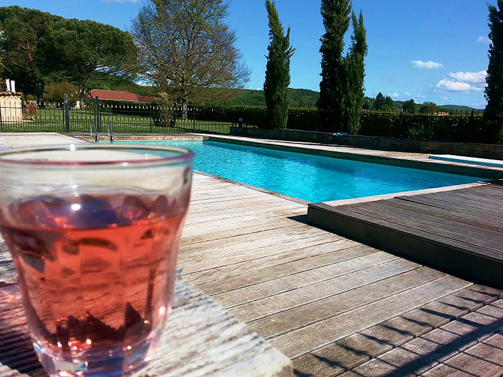 Chateau Prayssac in de Dordogne met omheind zwembad