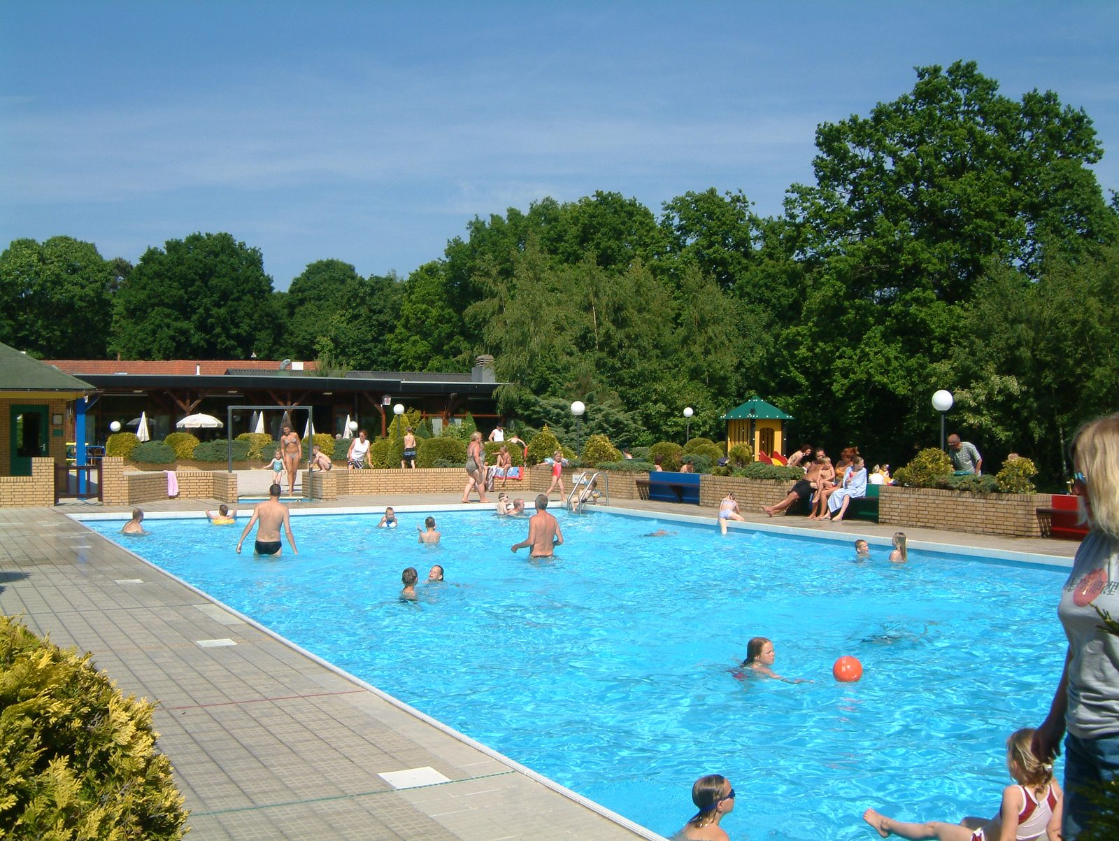 Parc de Kievit bietet ein Ferienhaus für 10 Personen in Brabant, in dem Sie den beheizten Außenpool nutzen können.
