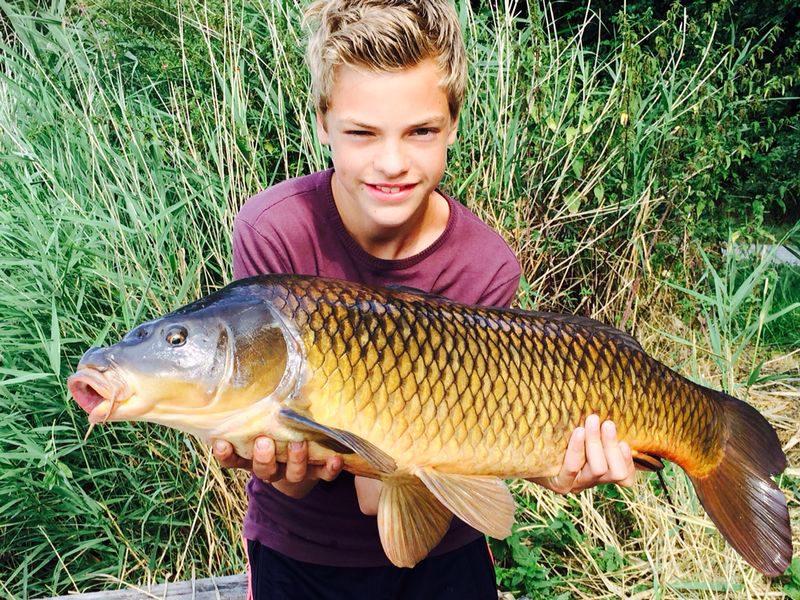Kleine jongens, grote vissen