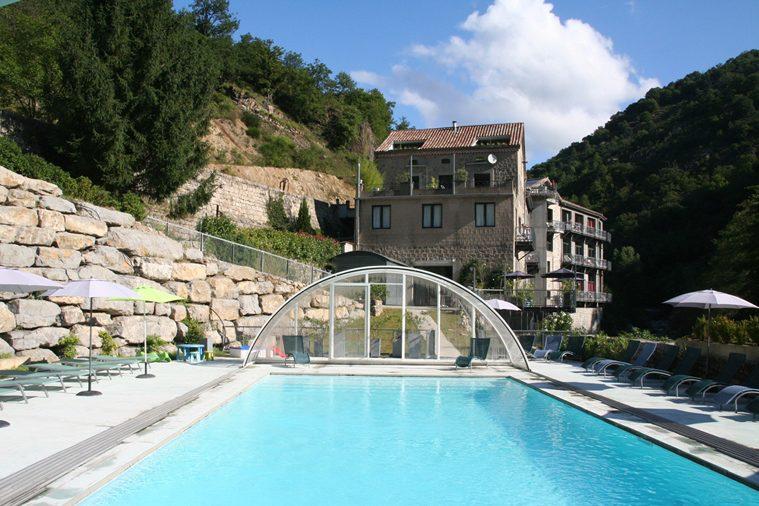 Verwarmd zwembad in de Ardeche Frankrijk