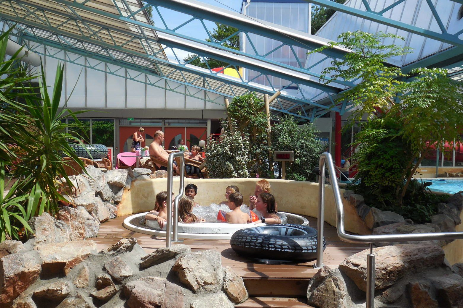 Kinderfeestje E - zwemmen/midgetgolf/ trampoline/eten