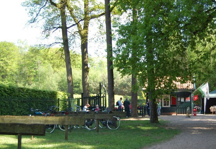Burg, Labyrinth aus Hecken und Kletterwald in Ruurlo