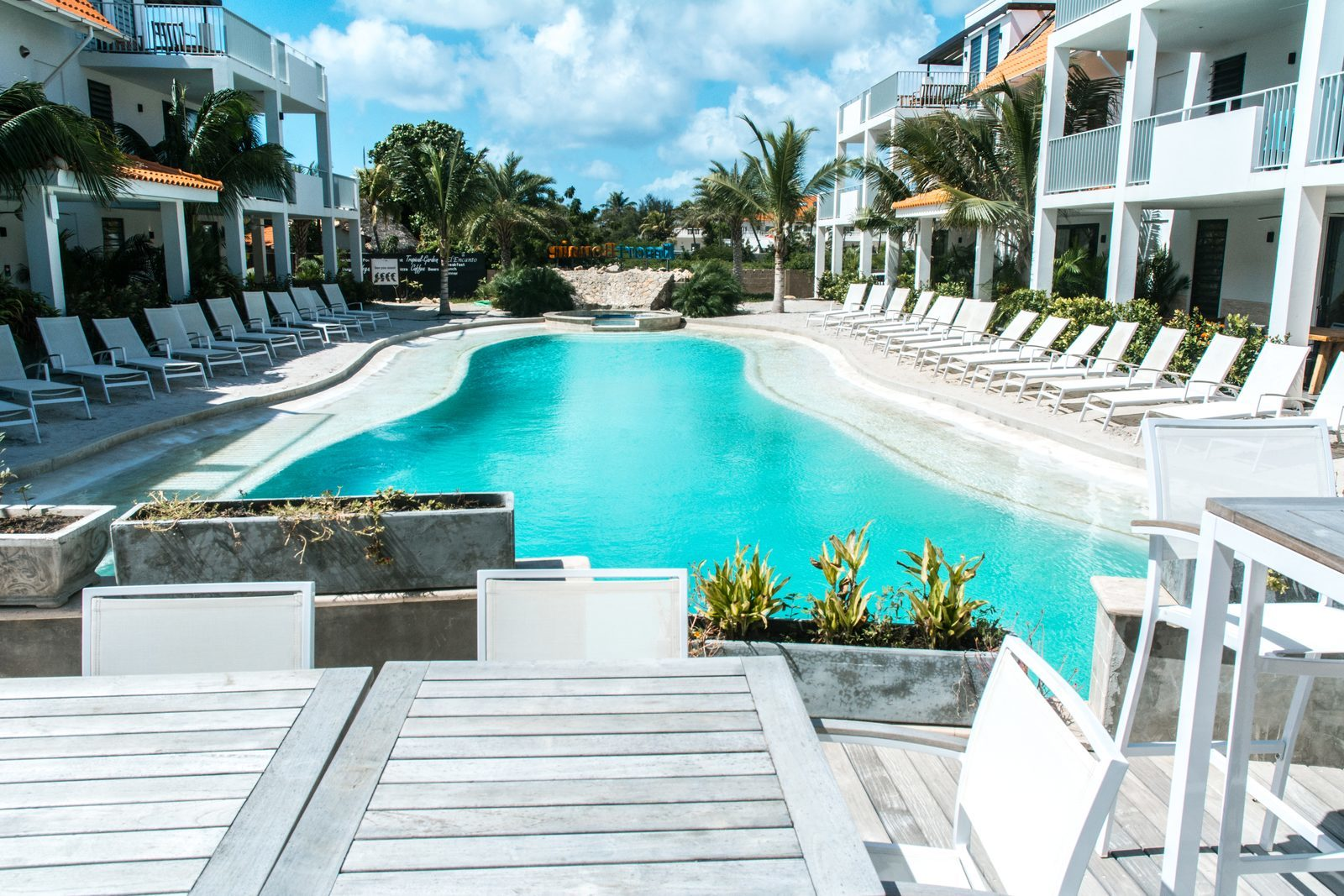 Resort Bonaire offers several terraces from which you have a view of the swimming pool.
