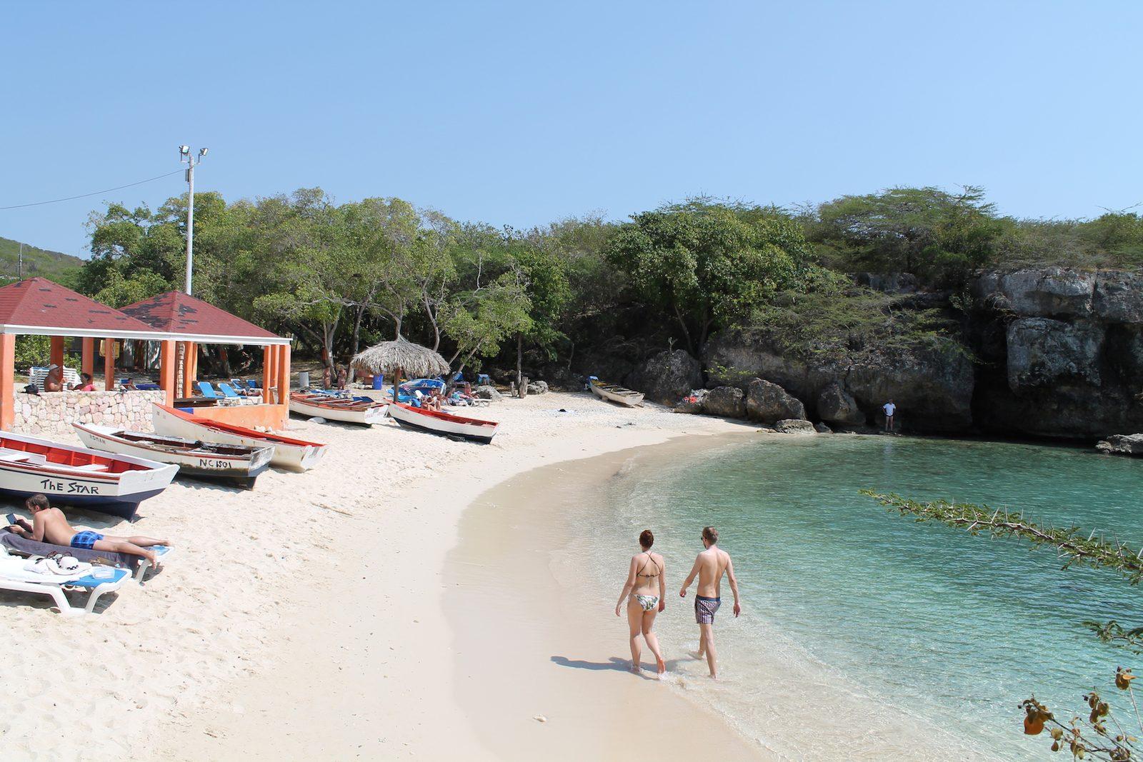 Relaxen op het strand op Curaçao