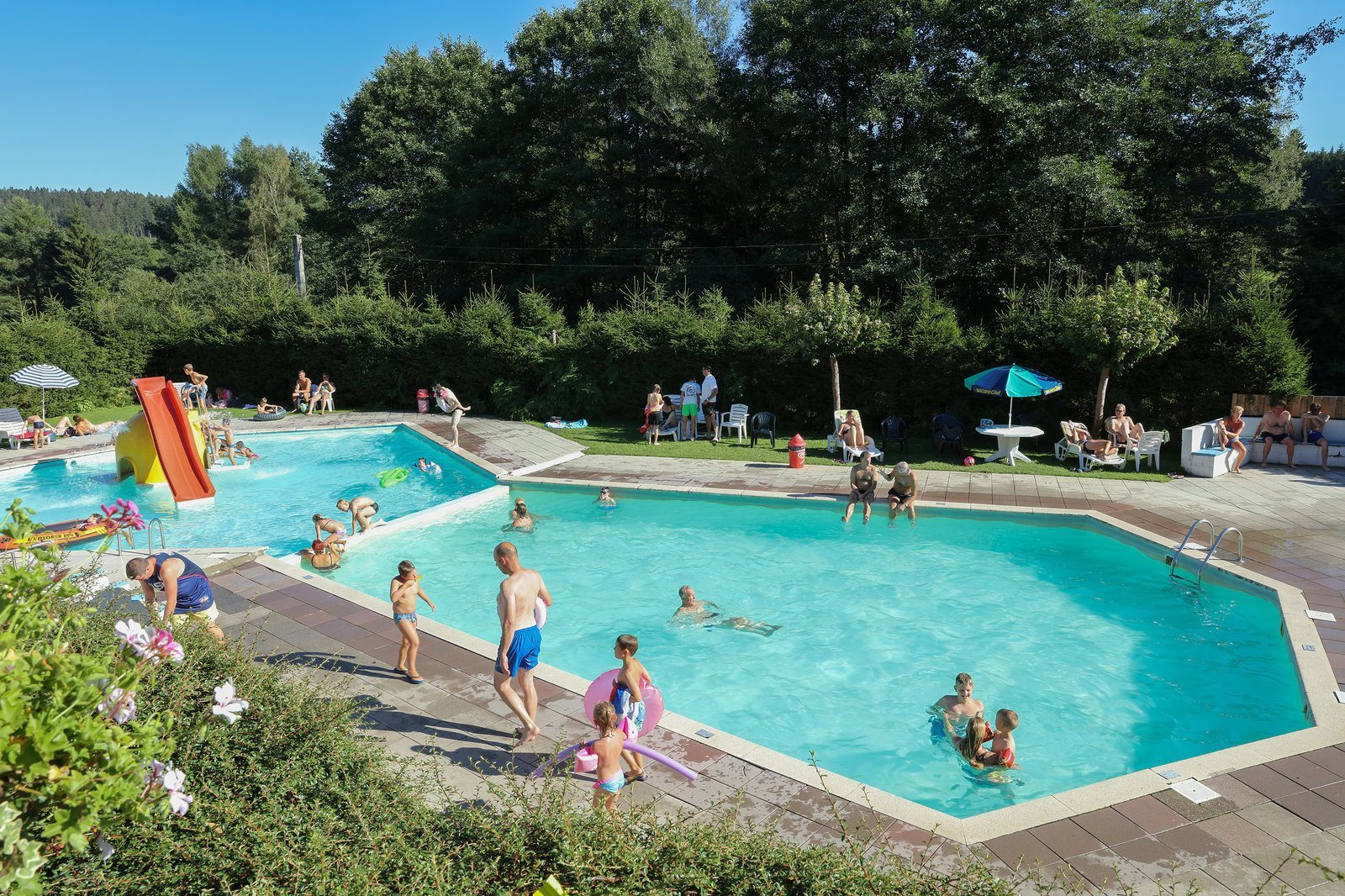 Facilities - Swimming pool | Petite Suisse
