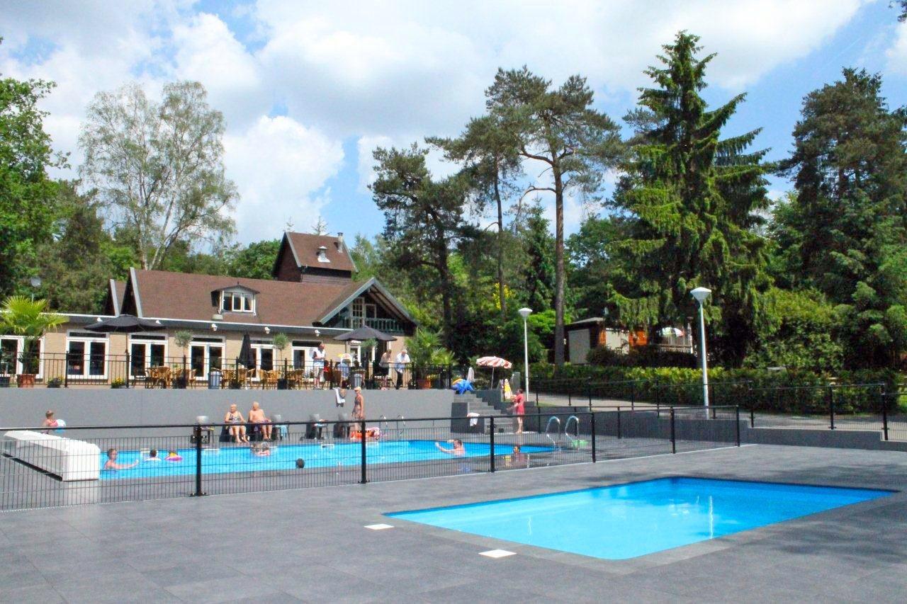 Schwimmbad im Recreatiepark Beekbergen