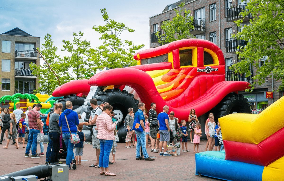 Springkussenfestival in het centrum van Hardenberg