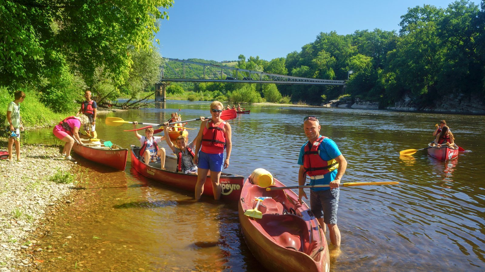 canoeing on the Dordogne near holiday park La Draille