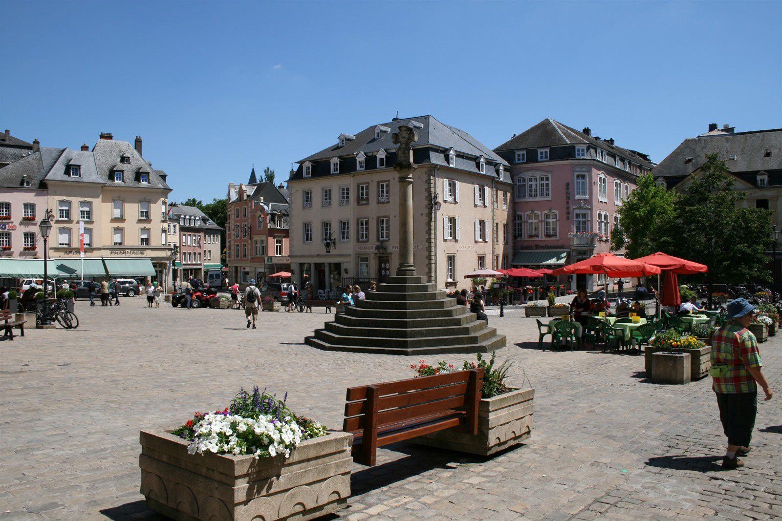 Old city center of Luxembourg, Beter Uit Walsdorf