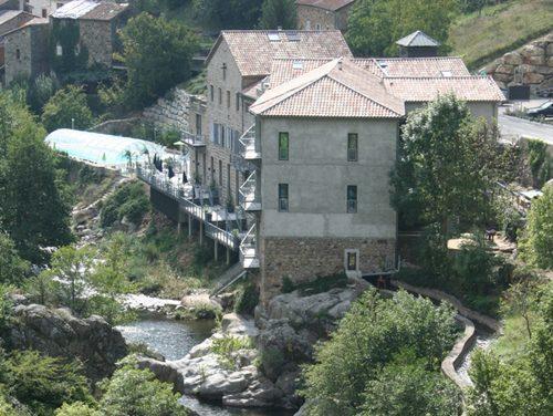 Fabriek, loftappartementen langs de rivier in de Ardeche