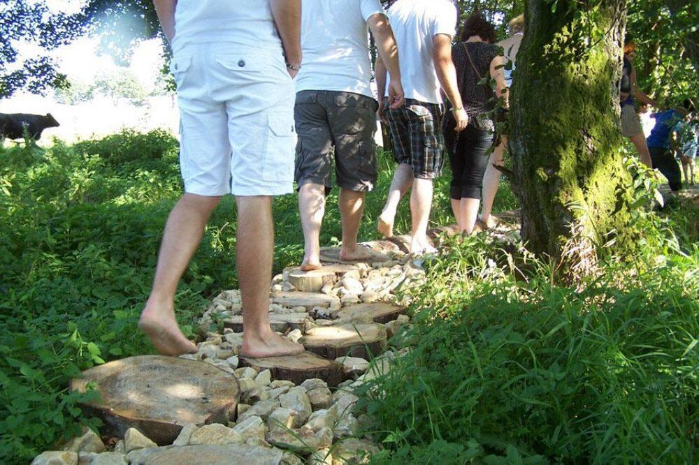 Sentier aux pieds nus