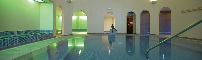 La piscine intérieure Villa Aqua