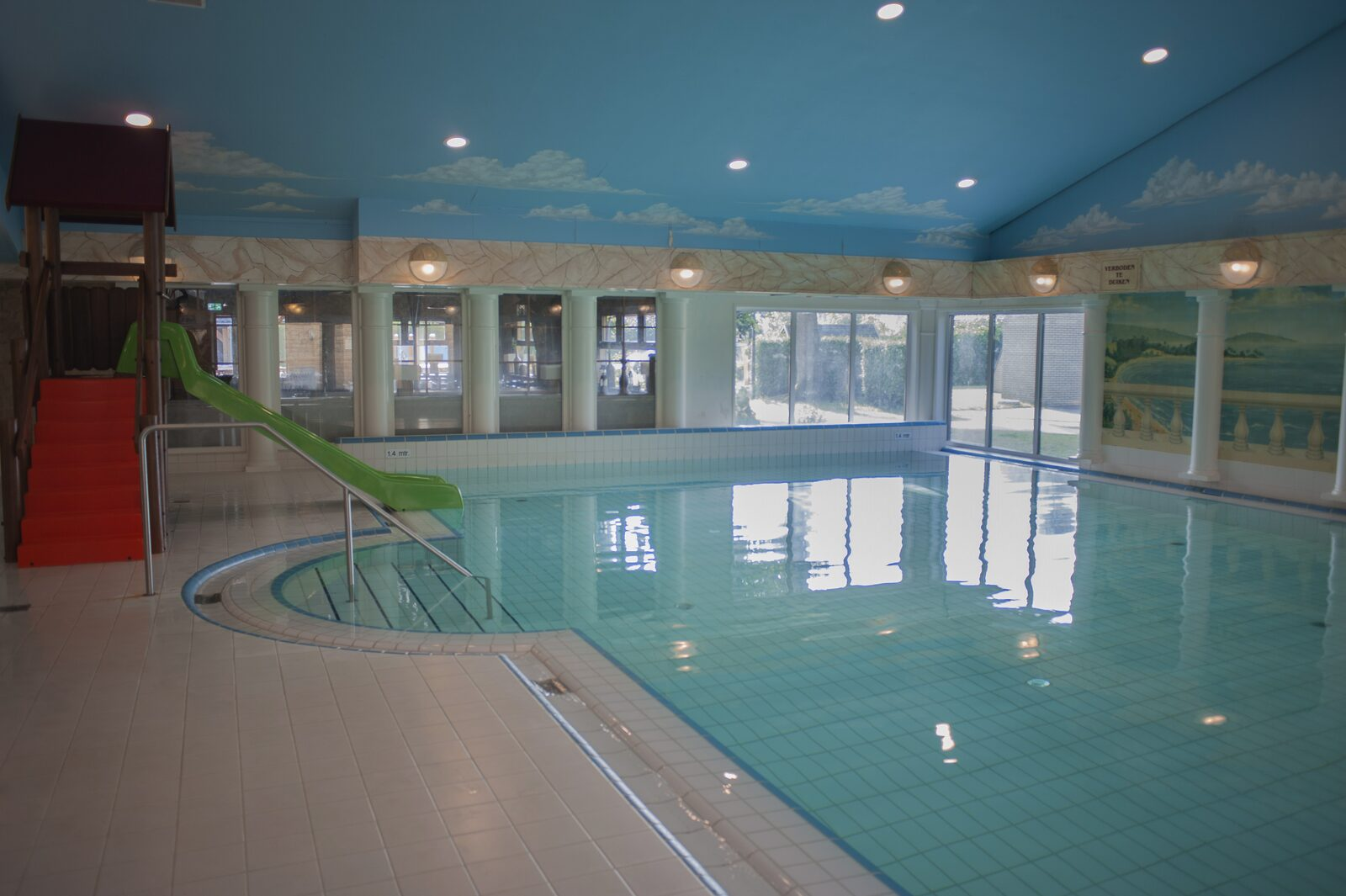 Indoor pool at De Boshoek