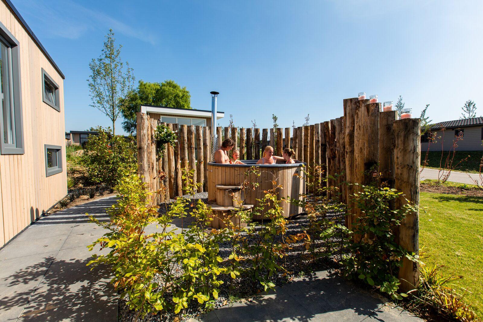 Ferienhaus mit Sauna  und Whirlpool in Holland