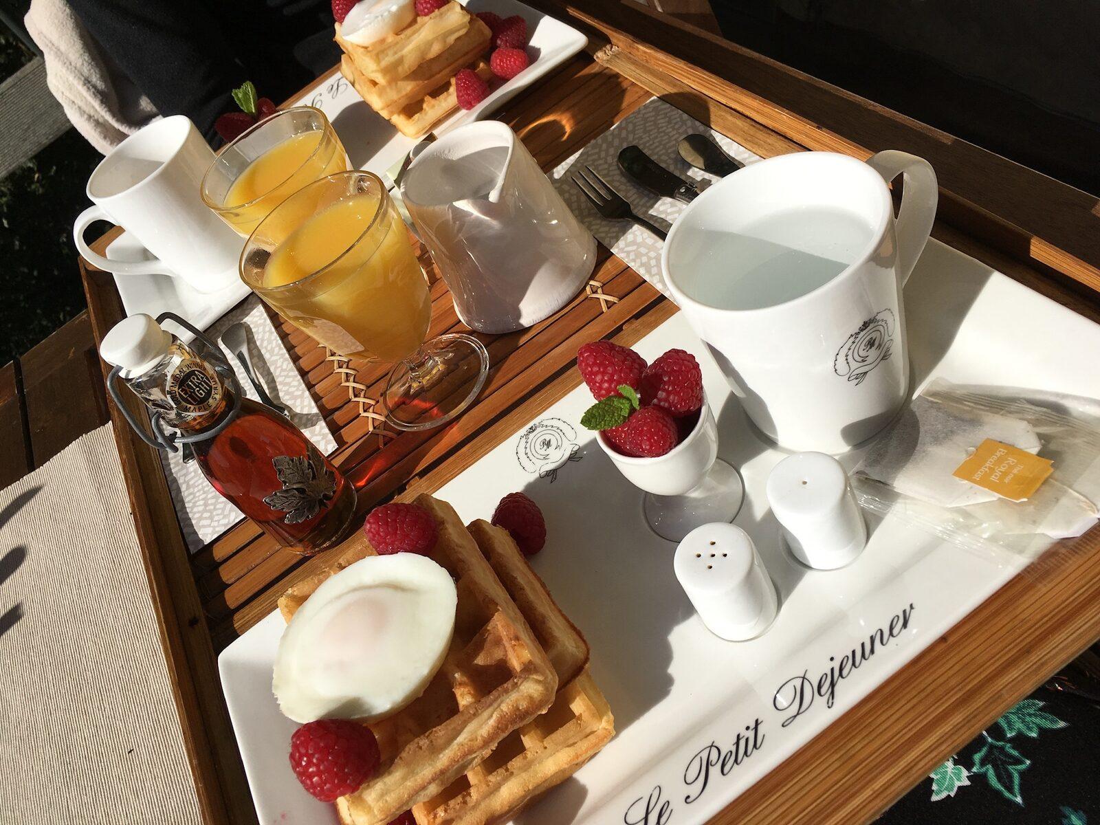 Ontbijt bij le Paradis, glamping in Zuid-Frankrijk