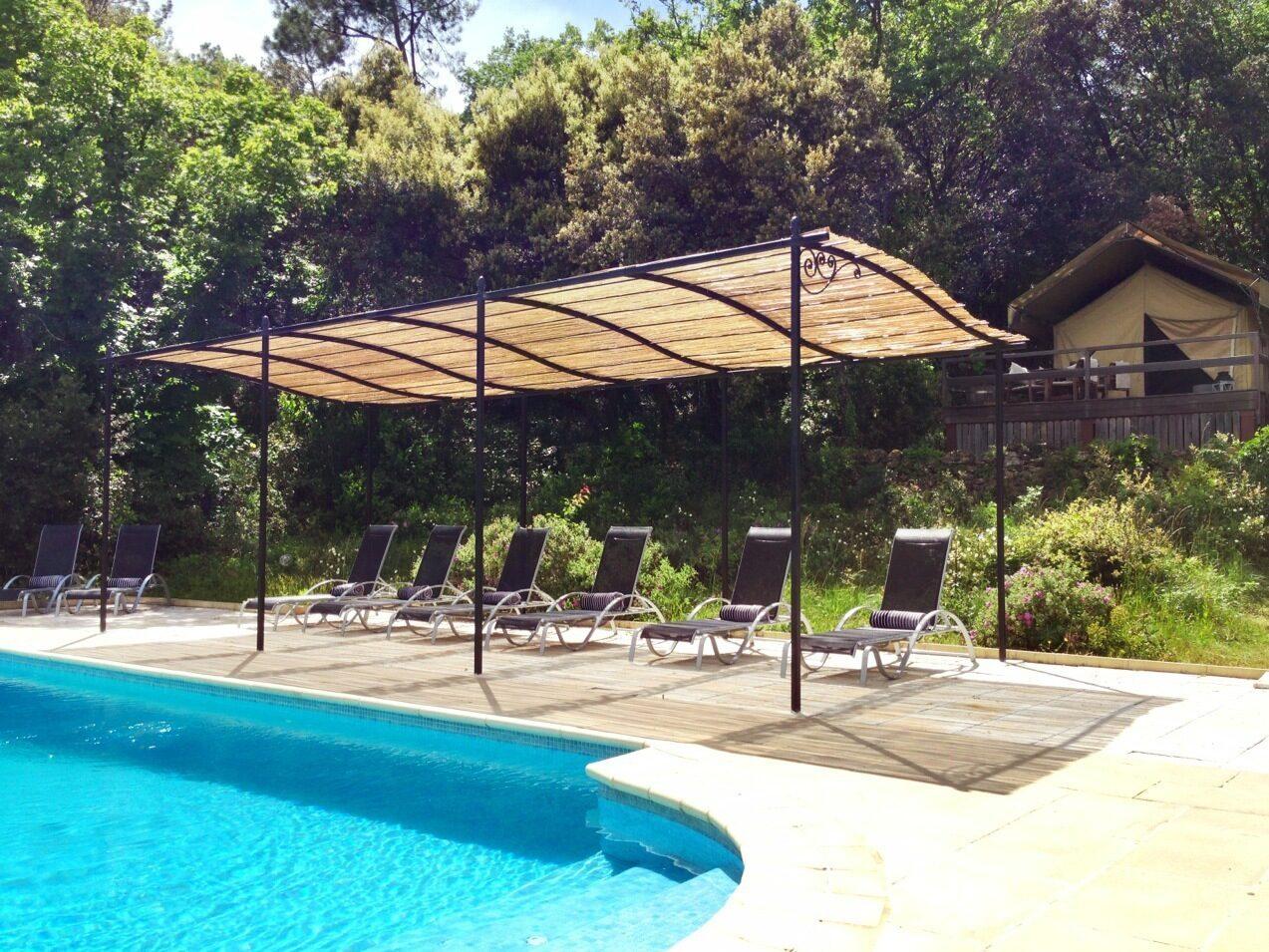 Zwembad van Le Paradis, kleinschalige glamping in Zuid Frankrijk