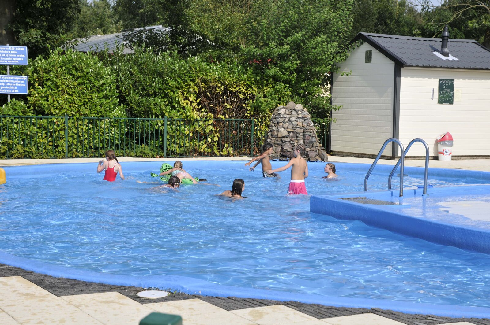 Buitenzwembad op de Veldkamp
