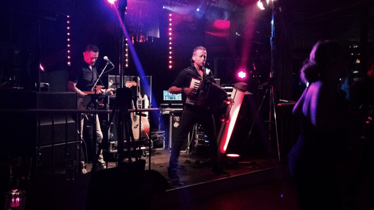 Diskothek und live muzik