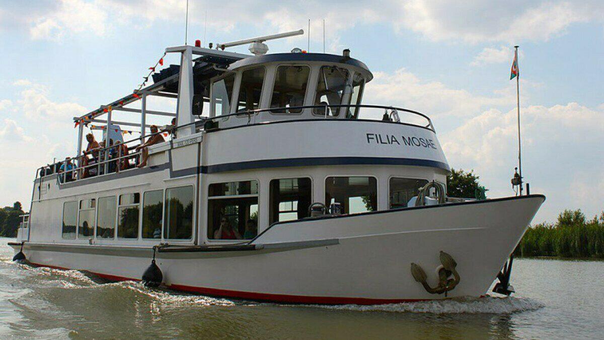 Rundfahrtboot Filia Mosae und Bootsfahrt