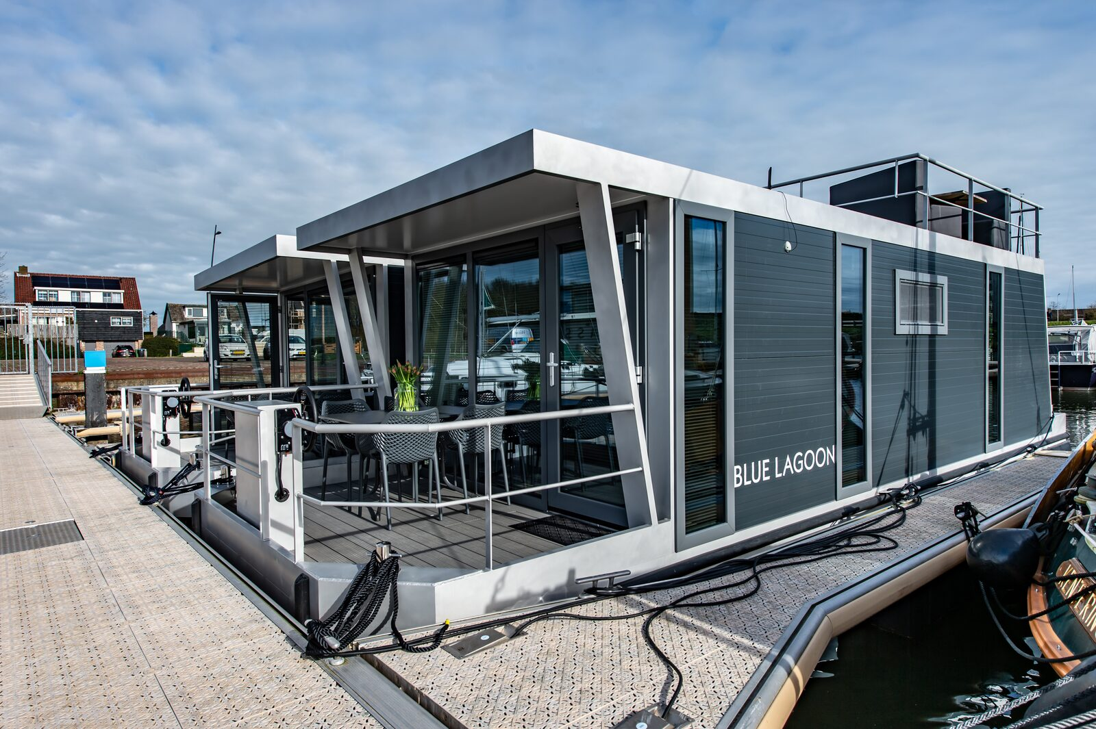 Waterlodge for 4 personsn on the Veerse Meer