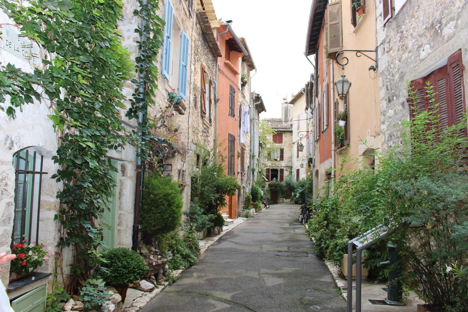Petite ruelle à Vence sur la Côte d'Azur
