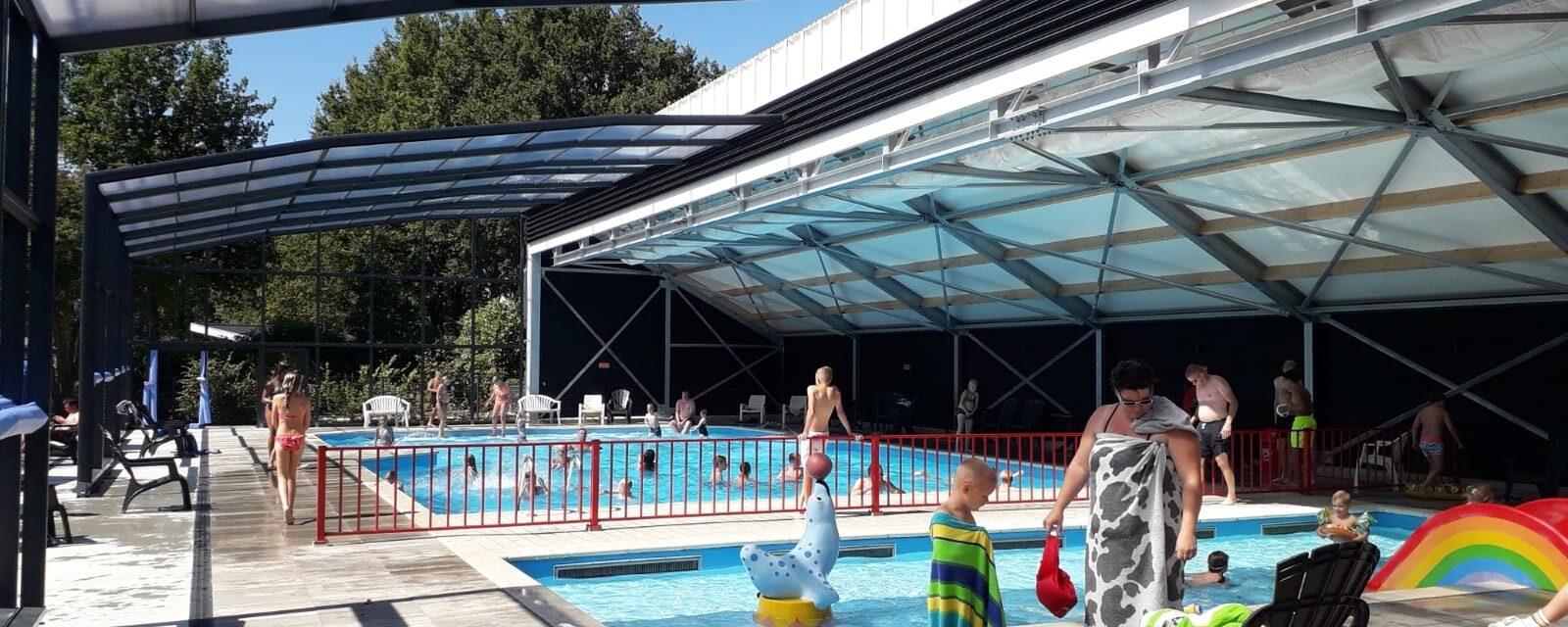 Zwembad met overkapping
