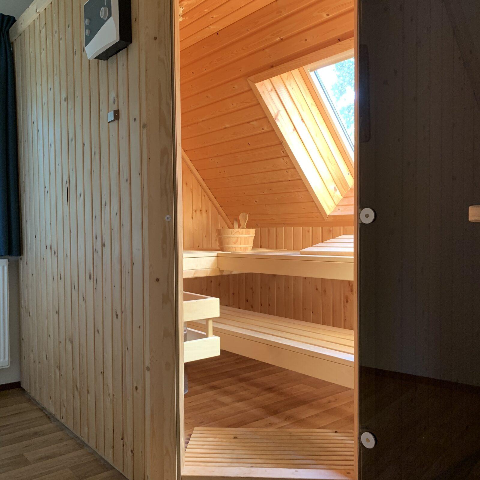 Huisje aan zee met sauna en jacuzzi