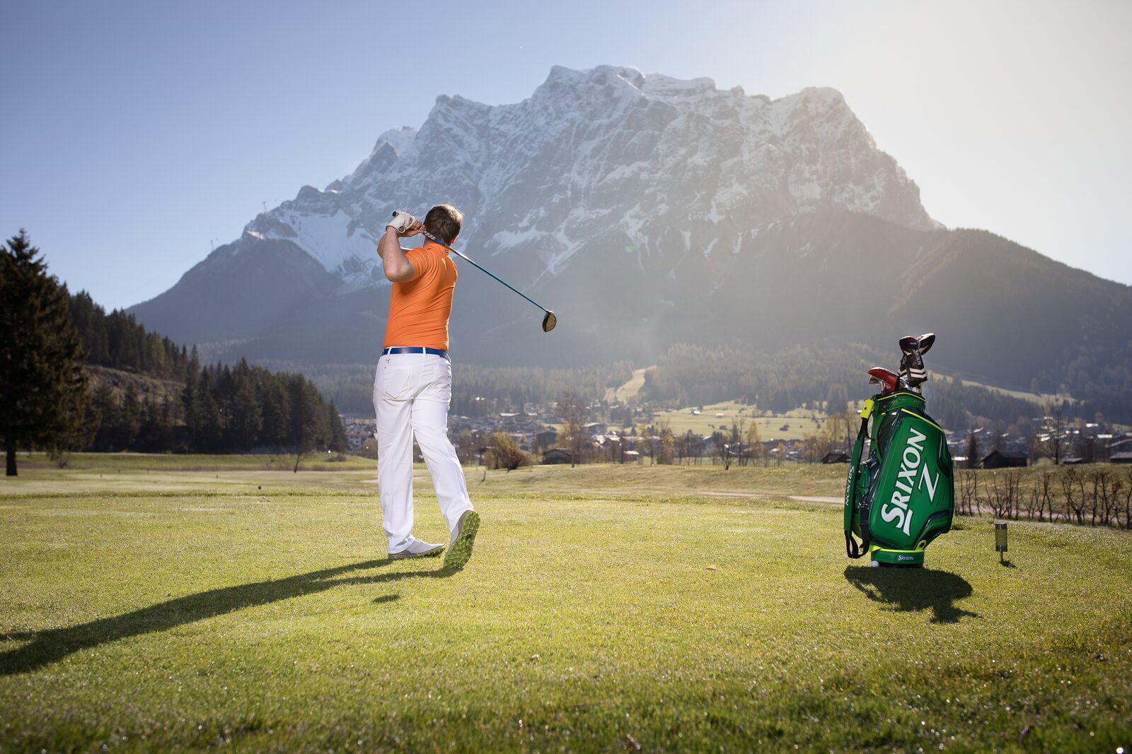 Playing golf while overlooking the Zugspitze