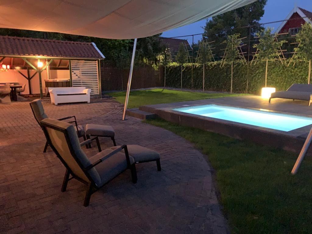 Privé zwembad bij woning Madelief en medio juli 2020 in de verhuur