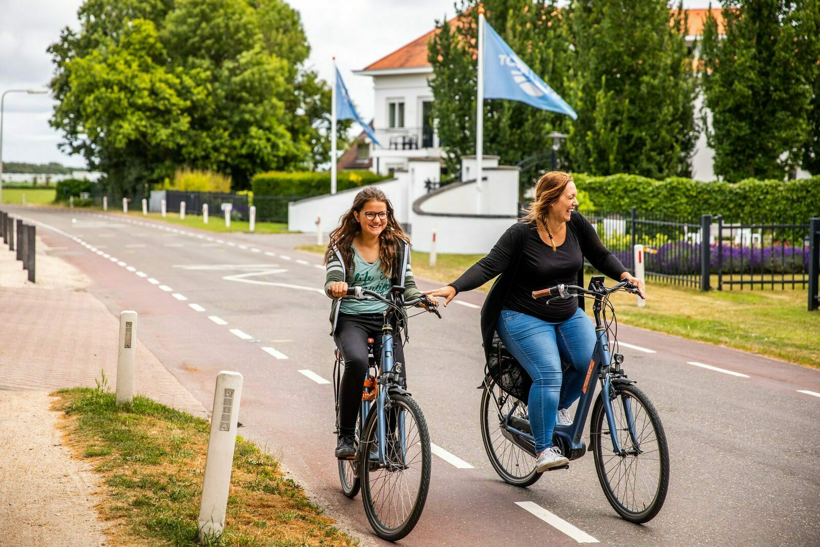 100% bliss during these cycling routes along the IJsselmeer and the Markermeer